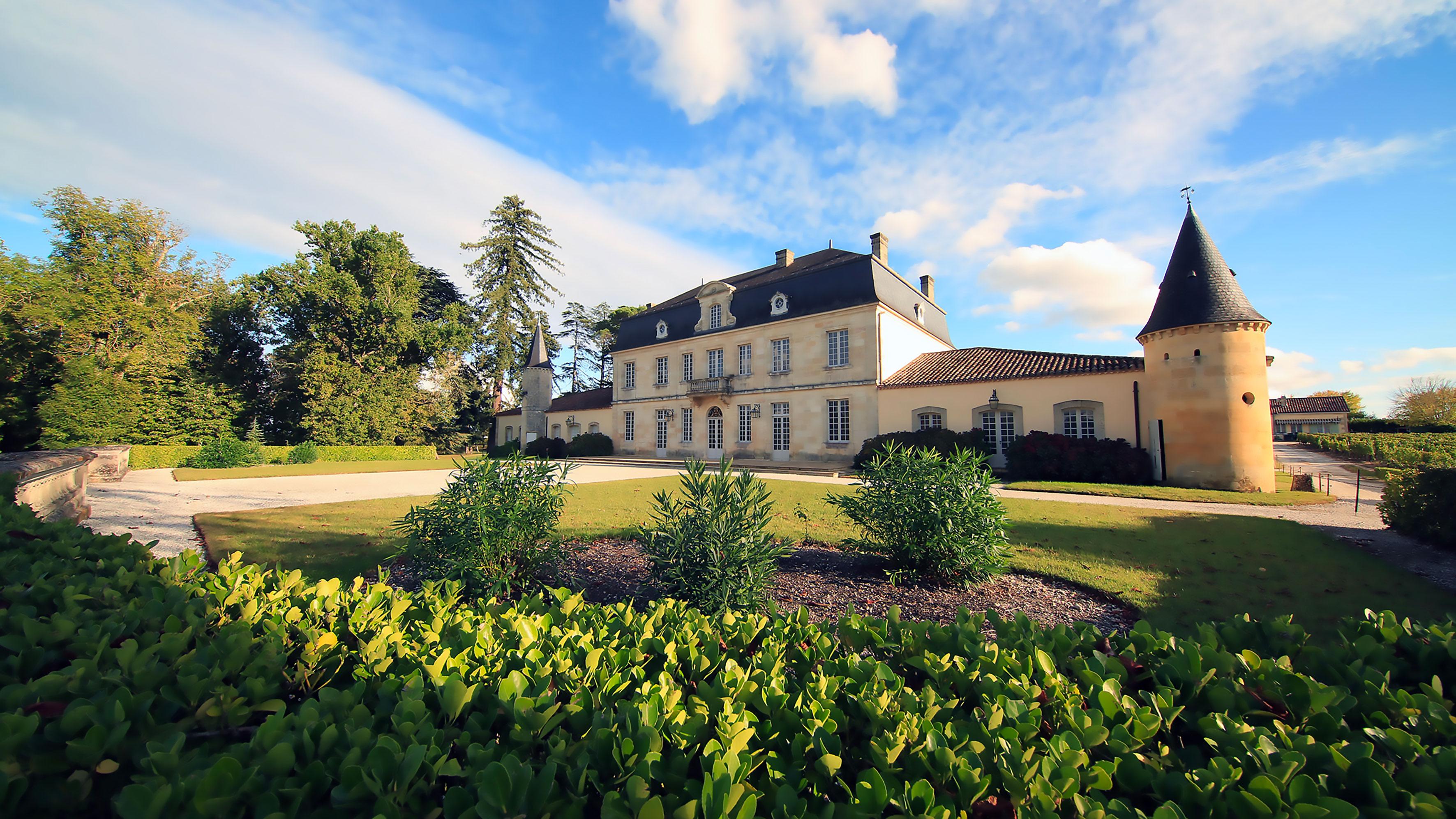 Château Couhins-Lurton (park side) – 2