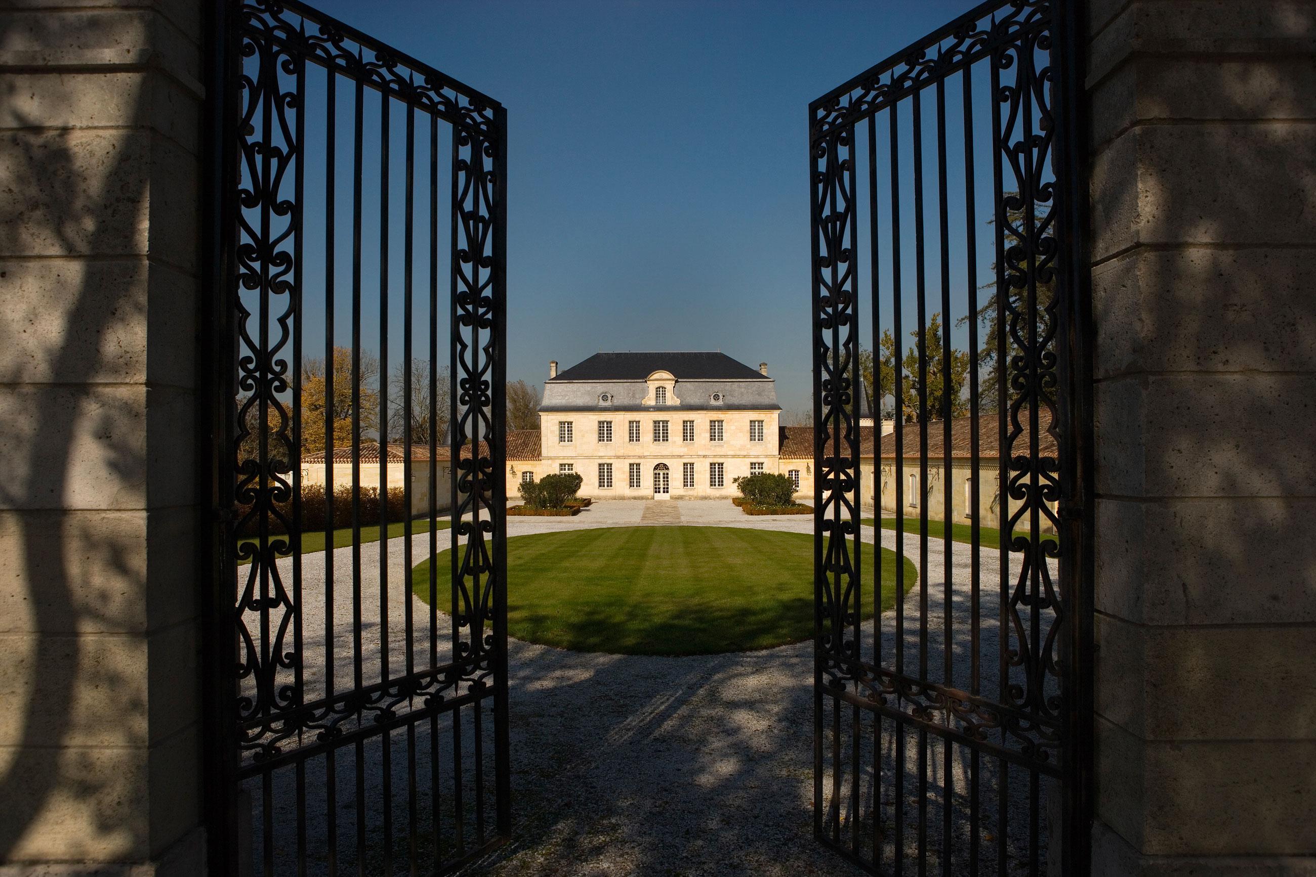 Château Couhins-Lurton – (courtyard)